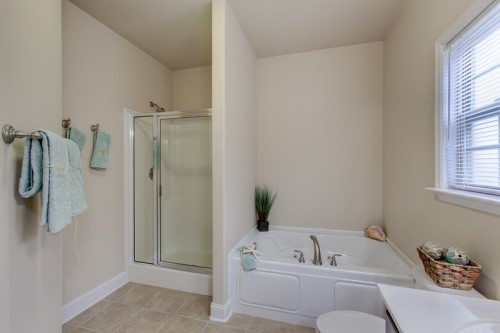 022-6827-breyerton-way-small-spa-tub-in-mba